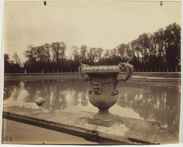 File:Eugène Atget - Versailles, Basin de Neptune - 1963.937.jpg