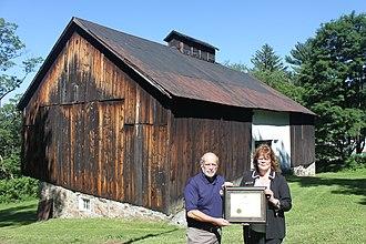 Evergreen (Mount Savage, Maryland) - Image: Evergreen Heritage Center, people w award (21412697578)