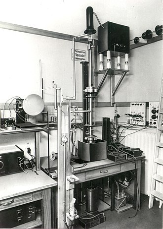 M. von Ardenne's first SEM First Scanning Electron Microscope with high resolution from Manfred von Ardenne 1937.jpg