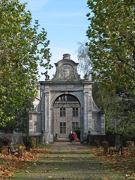 Fontaine-l'Évêque  (Belgium), main avenue and monumental porch (XVIIth century) of the former de Fontaine lords castle (XIIIth century).