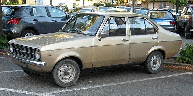 800px-Ford-Escort-Mk2.JPG