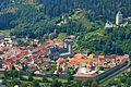 Friesach, nördlicher Stadtgraben mit Zinnenringmauer.JPG