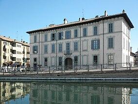 Il Palazzo Venini Uboldi visto dal Naviglio