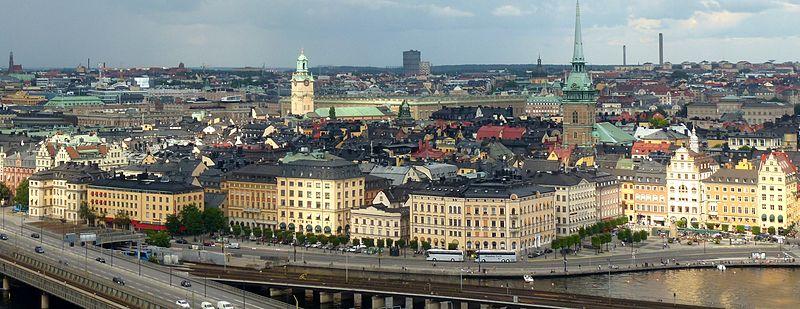 Munkbroleddene strækker sig langs Gammel hullemaskine sydlig og vestlig side.   Til venstre ses Piperska paladset og længst til højre Kornhamnstorg.