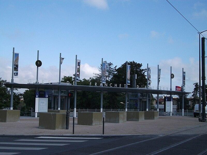 Gare T.E.R Franchet d'Espérey de Reims desservant le campus Croix Rouge.