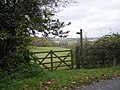 Gate, sign and footpath - geograph.org.uk - 1038562.jpg