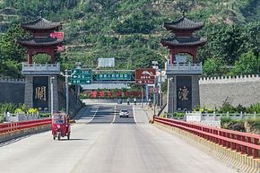 Gateway of Tongguan on Fenglingdu Bridge (20170607093032).jpg