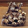 Giappone, periodo edo, netsuke (fermaglio per inroo), xix secolo, 120 divinità a cavallo.jpg