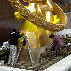 Gilding - Regilding a statue