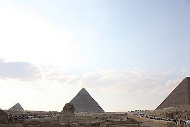 Giza pyramid complex 2010 3.jpg