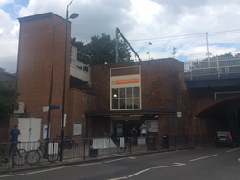 Gospel Oak station entrance, July 2017.png