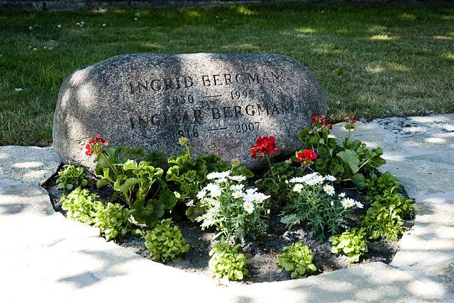 Могила Ингрид Фон Розен (Бергман) и Ингмара Бергмана на острове Форё.