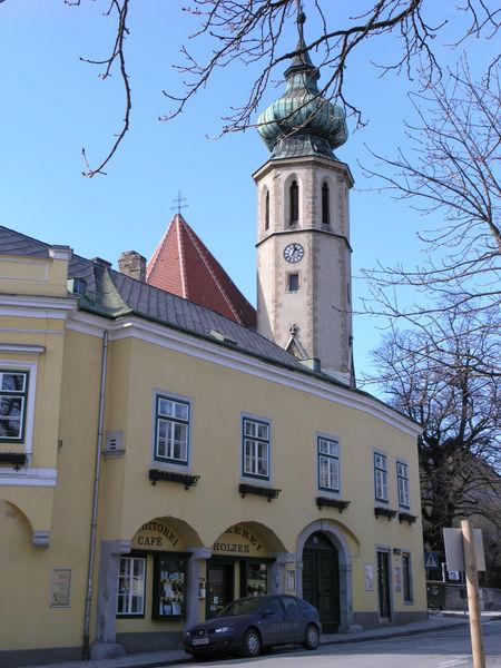 File:Grinzinger Pfarrkirche.JPG