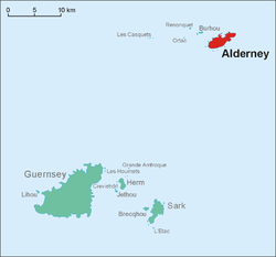 Location of Alderney (reid) in relation tae Guernsey.