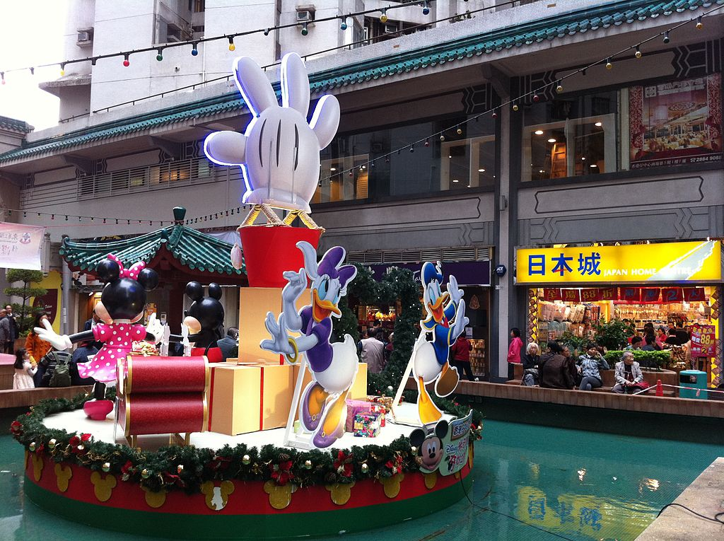 File:HK Aberdeen Centre Square fountain Disney cartoon Christmas ...