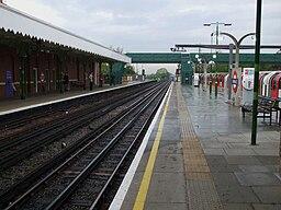 Hainault station platform 2 look south2