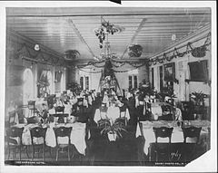 Hawaiian Hotel, photograph by Frank Davey (PP-42-8-013).jpg