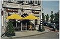 Het omstreden terras voor momument en horecagelegenheid de Waag, hoek Damstraat en Spaane. NL-HlmNHA 54037309.JPG