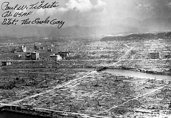 That destroyed Hiroshima, with a signature by Paul Tibbet