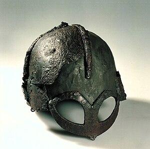 Hjelm av jern fra vikingtid fra Gjermundbu.jpg