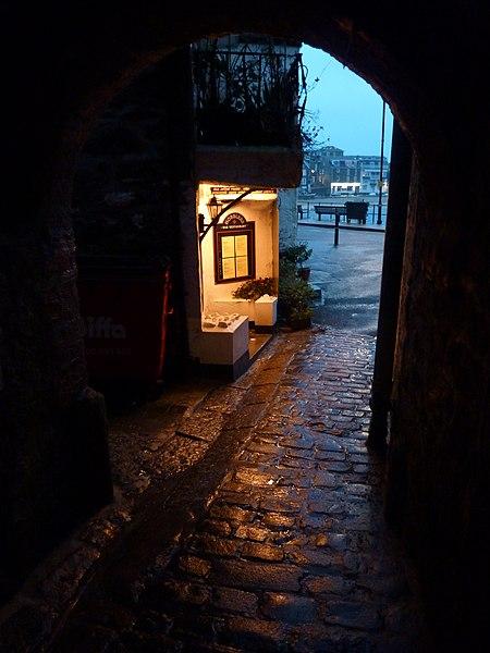 File:Hobblers. ~ twilight - panoramio.jpg