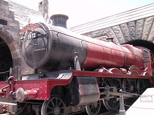 Harry Potter in amusement parks - Replica of the Hogwarts Express at Islands of Adventure