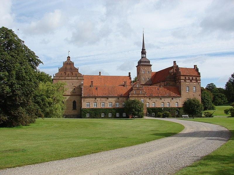 File:Holckenhavn Slot.JPG