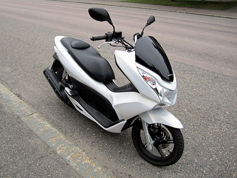 File:Honda PCX125 2011 Front.JPG