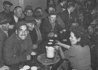 Six o'clock swill - Max Dupain's photograph of A Barmaid at Work in Wartime Sydney. Petty's Hotel, Sydney, 6 pm, 1941.