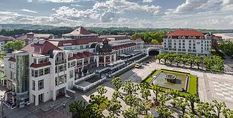 Sopot - Image: Hotel Sheraton, Plaza Zdrojowy, Sopot, Polonia, 2013 05 22, DD 04