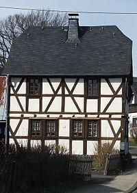 Hundheim Dorfstr 18.jpg