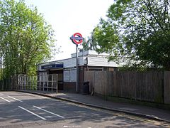 Ickenham tube station.JPG