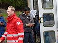 Immigranten beim Grenzübergang Wegscheid (23127611271).jpg