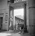 Ingang van de Omayaden moskee, gezien vanuit het voorportaal naar buiten, Bestanddeelnr 255-5892.jpg