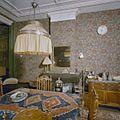 Interieur woonkamer met behangsel, laat 19e eeuw - 's-Gravenhage - 20327036 - RCE.jpg