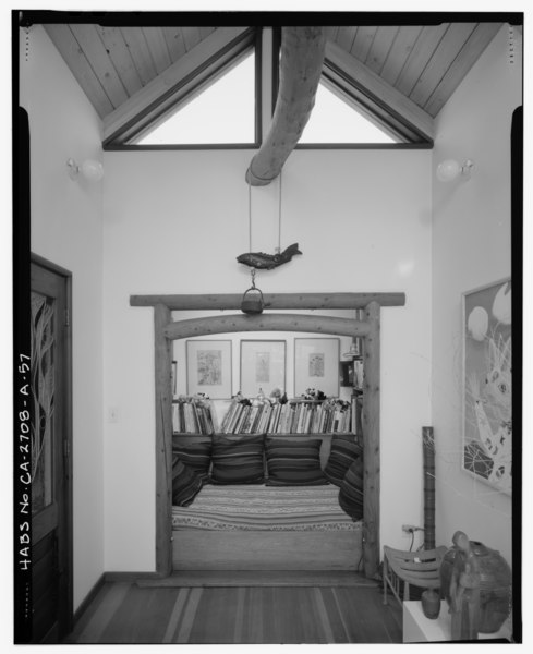 File:Interior 2nd level sitting room detail view, facing north. - Sam and Alfreda Maloof Compound, Main Residence and Workshop, 9553 Highland Avenue, Rancho Cucamonga, San HABS CAL,36-RANCU,3A-57.tif