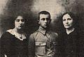 Izabela Moszczenska Rzepecka (z dziecmi Hanna i Jan).jpg