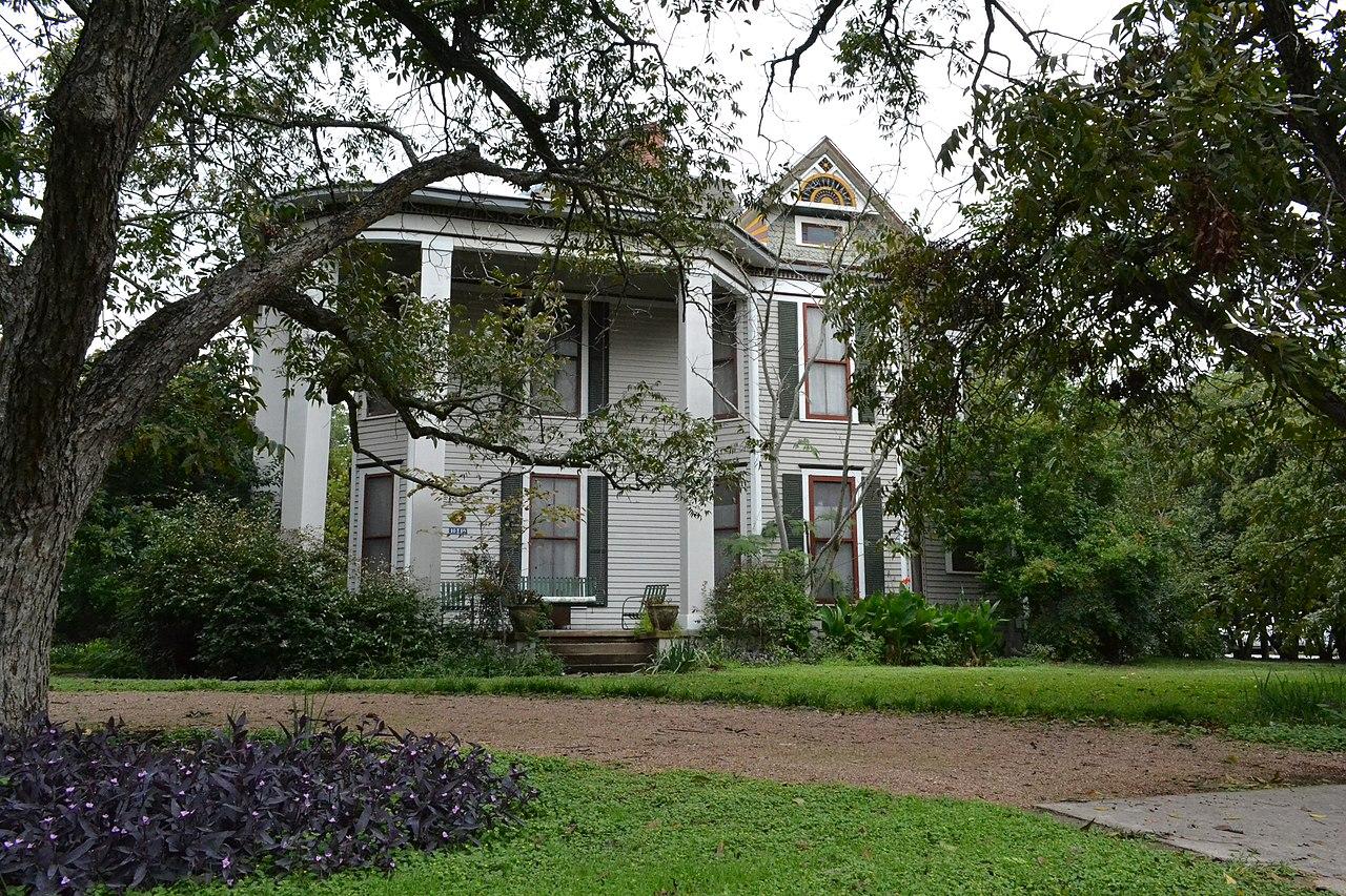 File j c buchanan house bastrop texas jpg wikimedia for Home builders bastrop tx