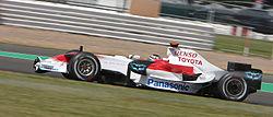 Jarno Trulli 2008 Britain 3.jpg