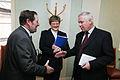 Jens Christian Larsen, presidiets rapportor gallande nordvastra Ryssland, halsar pa Pavel Sazhinov, talman i Murmansk regionala duma.jpg