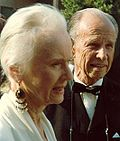 Photo of actors Jessica Tandy and Hume Cronyn attending the 39th Primetime Emmy Awards in 1987.
