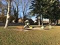 Jeux pour enfants à Villieu.JPG