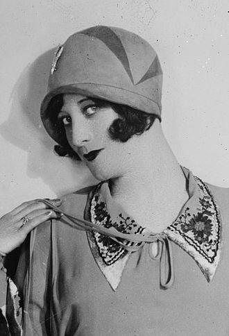 Cloche hat - Joan Crawford in a cloche, 1927