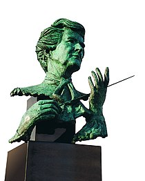 June Gordon Marchioness of Aberdeen and Termair bronze bust by sculptor Laurence Broderick.jpg
