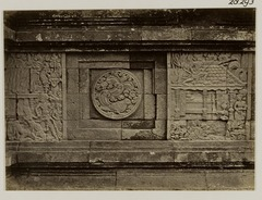 KITLV 28293 - Isidore van Kinsbergen - Relief with part of the Ramayana epic on the south side of Panataran, Kediri - 1867-02-1867-06.tif