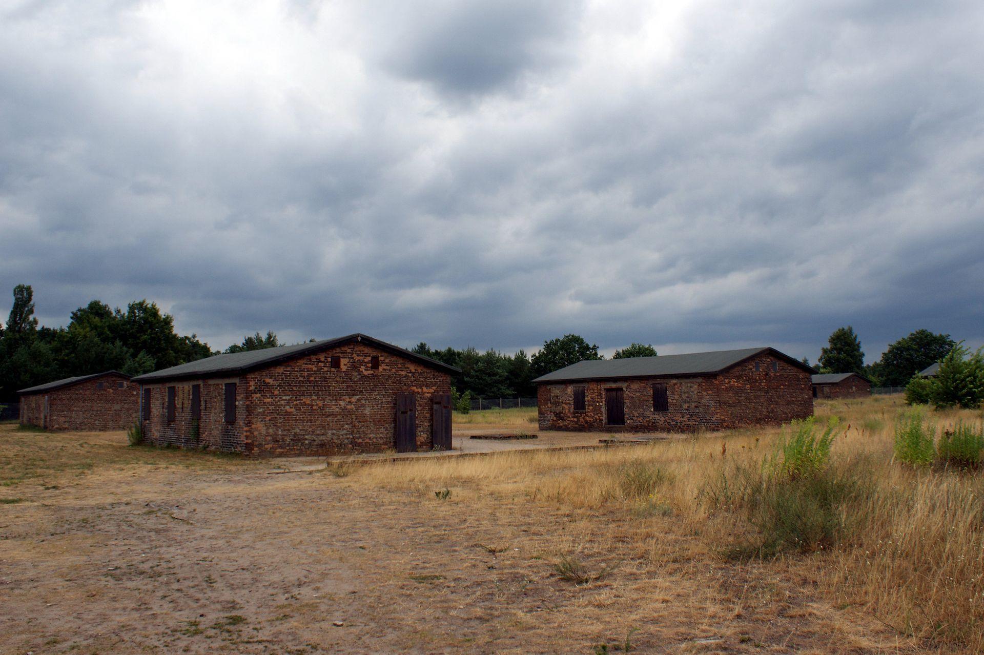 KZ Sachsenhausen - Baracken.JPG