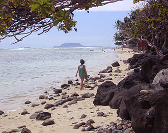 Kaʻaʻawa, Hawaii - Image: Kaaawa Beach walk