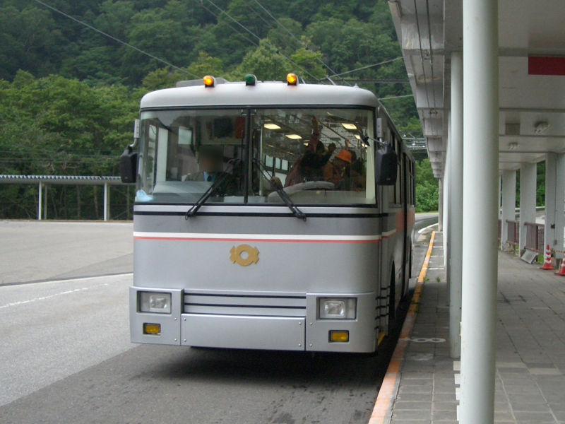 File:Kansai-electric-trolleybus-300.jpg