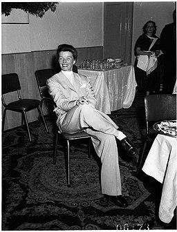 Katharine Hepburn at the Hotel Australia, Sydney, 1955 - Australian Photographic Agency (APA) Collection (3364201989)