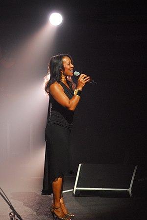 Mac and Katie Kissoon - Katie Kissoon performing with Roger Waters June 6, 2007 in Ottawa, Ontario, Canada